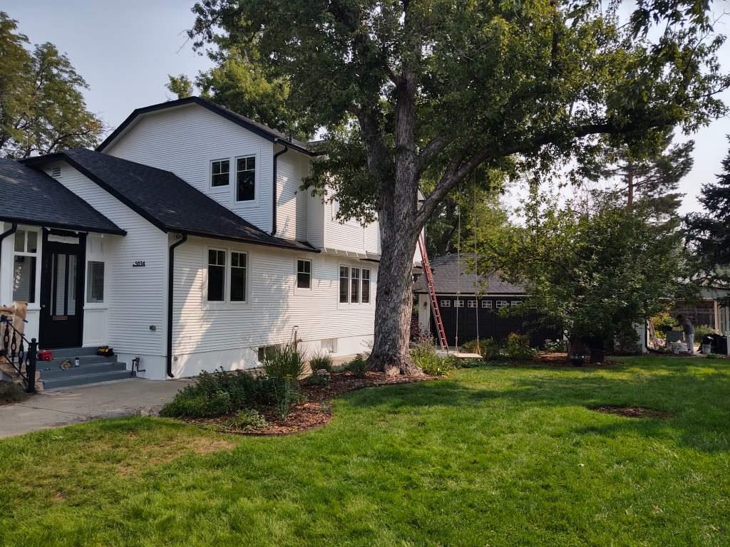 Exterior house painter in Denver, CO